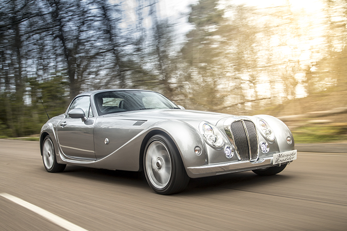 Mitsuoka Roadster Front driving on autumn road